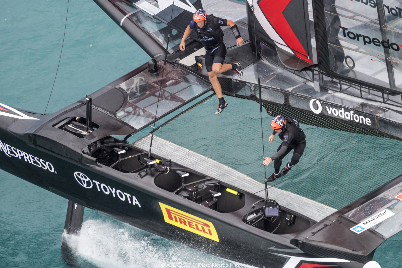 Team New Zealand crew work in America's Cup Challenger Finals - Image: Ricardo Pinto